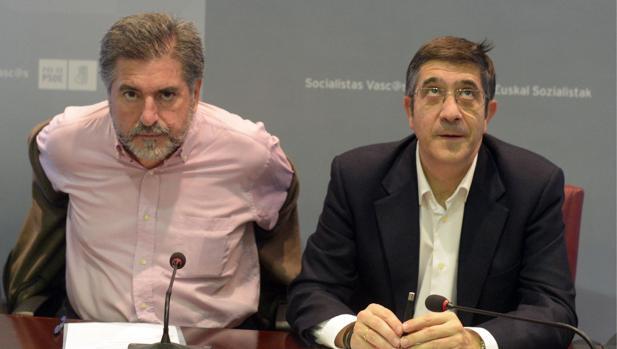 Jesús Eguiguren (i), junto a Patxi López