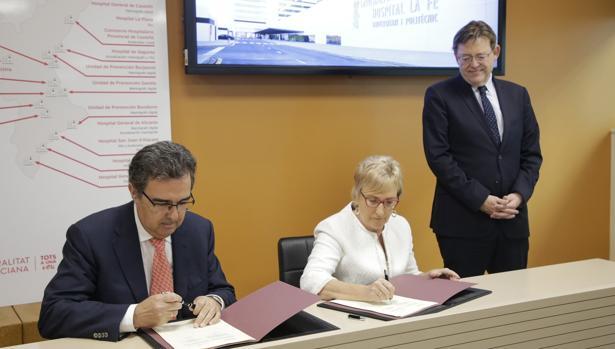Imagen de la firma del convenio entre la Fundación Amancio Ortega y la Generalitat del pasado 24 de octubre