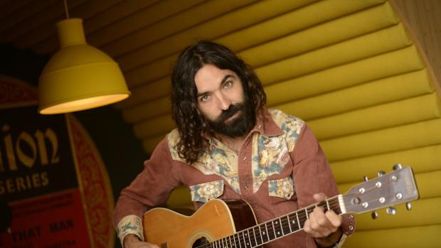 El compositor y cantante ha afirmado que con «El Sultán de La Sagra» homenajea a los inmigrantes