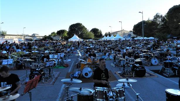 Un total de 121 bateristas tocaron al mismo ritmo