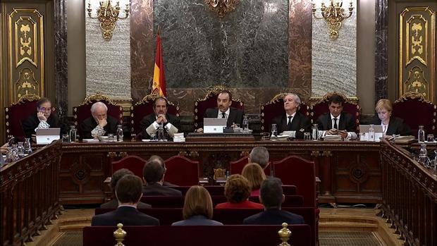 Imagen tomada de la señal institucional del Tribunal Supremo, de la vista general de la sala durante la sesión