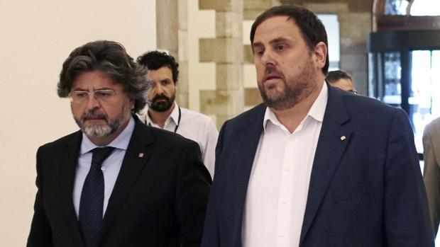 Antoni Castellà y Oriol Junqueras en el Parlament
