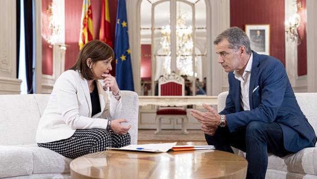 Isabel Bonig y Toni Cantó, este jueves durante la reunión en las Cortes Valencianas