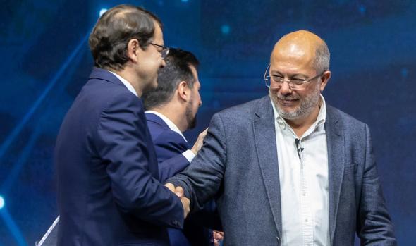 Alfonso Fernández Mañuevo y Francisco Igea durante el debate electoral celebrado durante la campaña electoral