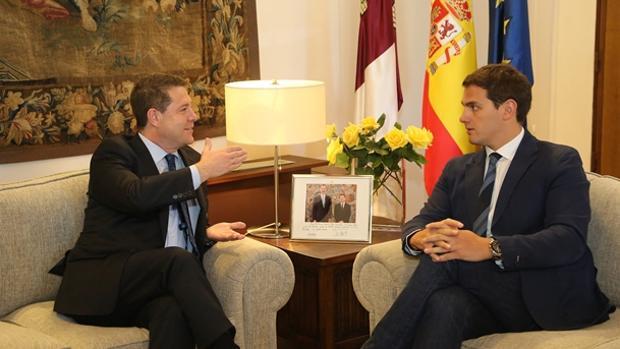 Emiliano García-Page y Albert Rivera, en un encuentro en el Palacio de Fuensalida