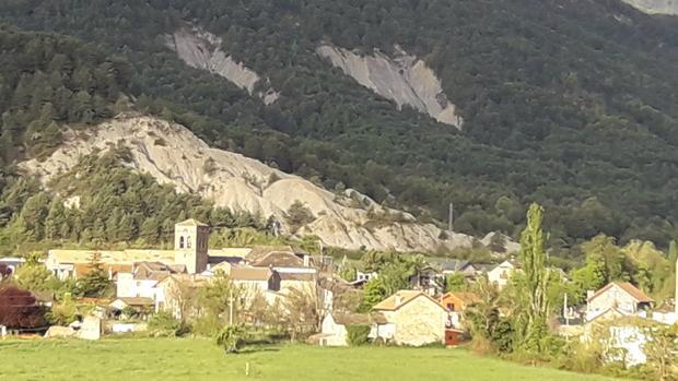 Vista de la pequeña localidad de Fiscal, en la comarca oscense del Sobrarbe
