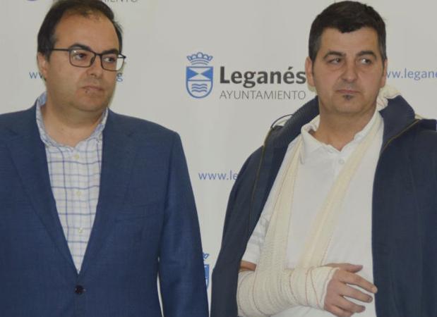 Santiago Llorente y Javier Márquez, en marzo de 2018, tras presentar la denuncia por la supuesta agresión