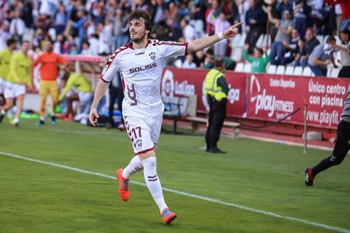 Eugeni Valderrama está cedido por el Huesca y se antoja imposible que el Huesca, que ha bajado a Segunda División, les vuelva a prestar a uno de los mejores jugadores de la categoría