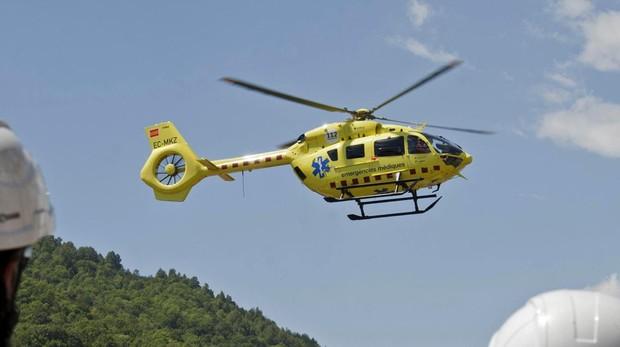 Helicóptero de Emergencias durante un rescate