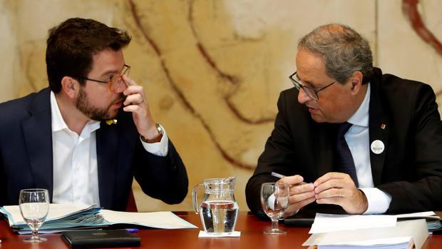 El presidente de la Generalitat, Quim Torra,acompañado por el vicepresidente Pere Aragonés