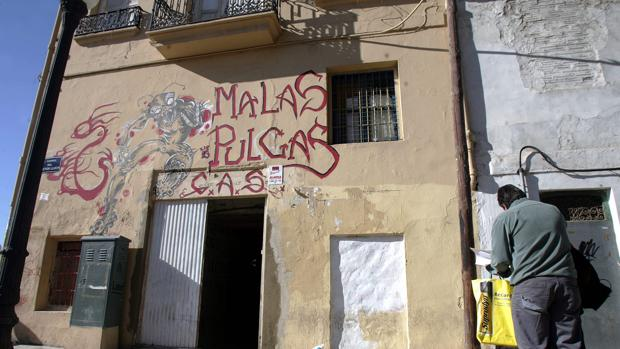 Imagen de archivo de un edificio de okupas en Valencia