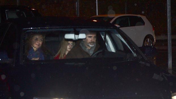Don Felipe y Doña Letizia, con la Príncesa de Asturias, a su llegada a Pozuelo