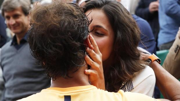 Xisca Perelló besa a Rafa Nadal tras un partido