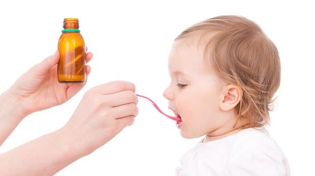 Analgésicos, antipiréticos y antiinflamatorios, los medicamentos más suministrados a los niños