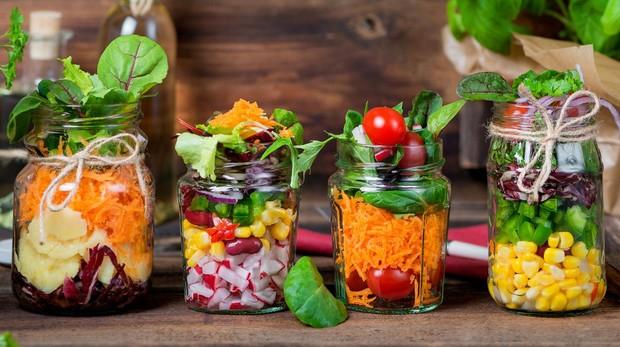 La colocación de los ingredientes de la ensalada puede influir en los sabores y en la textura de los alimentos