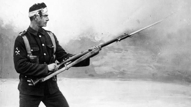 Un soldado inglés herido en plena Primera Guerra Mundial
