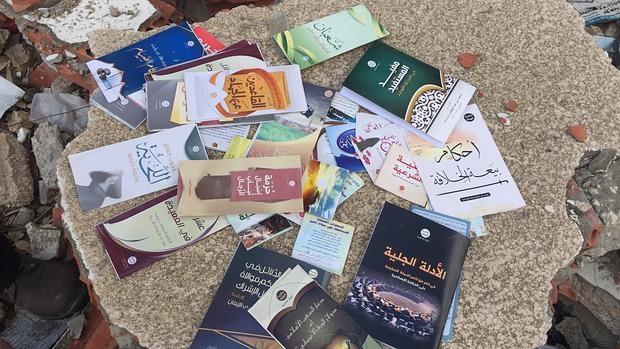 En estos libros Daesh explica a los niños desde Biología hasta por qué llevar barba
