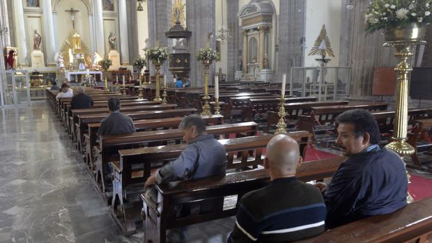 Interior del templo donde fue apuñalado el sacerdote