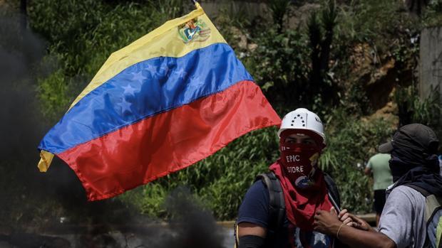 Opositores venezolanos participan en una manifestación