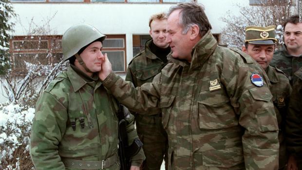 El general Mladic en 1994, un año antes de los sucesos de Srebrenica