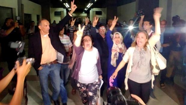 Varios activistas protestan a la salida de la sala del Tribunal de Apelaciones de Casablanca