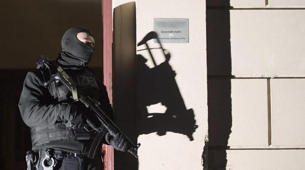 Miembro de la policía alemana antiterrorista durante una operación