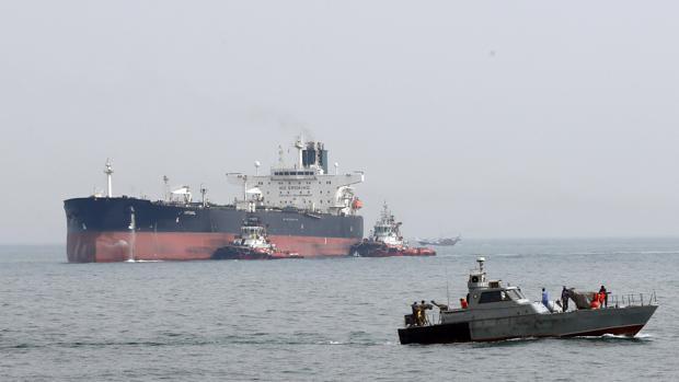 Una lancha militar iraní como la que ayer trató de interceptar al petrolero británico