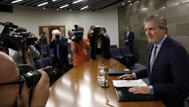 El portavoz del Gobierno y ministro de Educación, Cultura y Deporte, Íñigo Méndez de Vigo, durante la rueda de prensa que ha ofrecido tras la reunión del Consejo de Ministro