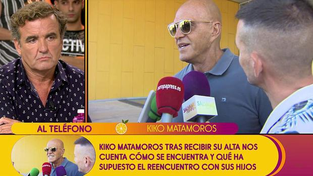 Antonio Montero escuchando la réplica a sus palabras de Kiko Matamoros en «Sálvame»