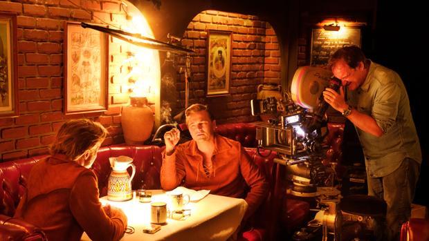 Tarantino filma a Brad Pitt y Leonardo DiCaprio en una secuencia de «Érase una vez en... Hollywood»