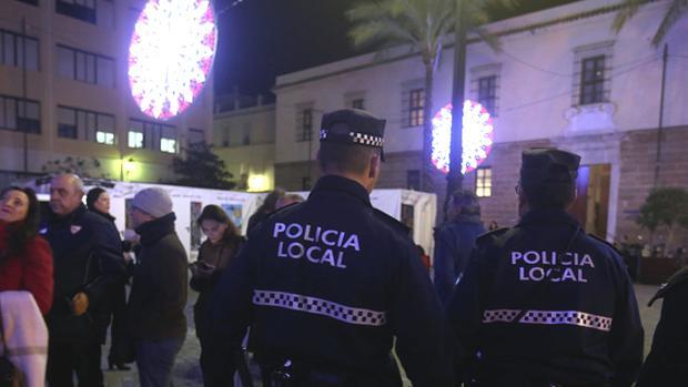 Policías locales, en el dispositivo de seguridad del Falla.