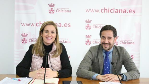 la delegada municipal de Personal, Carmen Jiménez, y el delegado municipal de Policía Local y Seguridad, José Manuel Vera.
