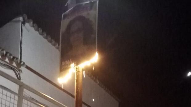 Cartel quemado la noche del sábado en la calle Blas Infante de Castilblanco de los Arroyos