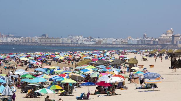 La playa Victoria es una de las mejores playas urbanas de la provincia