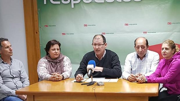 Los cinco integrantes del grupo municipal socialista de El Cuervo del mandato que concluye este sábado