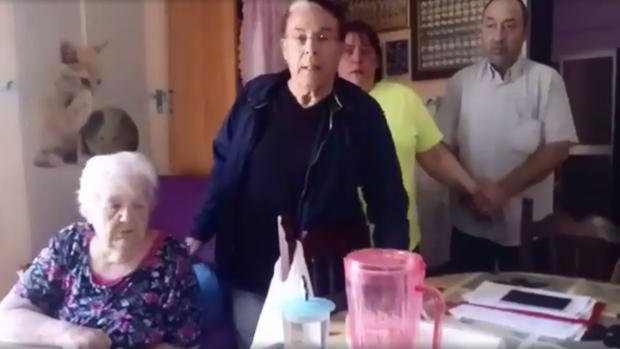 La plataforma de Jubilados y Pensionistas ha denunciado el desahucio a Carmen Otero.