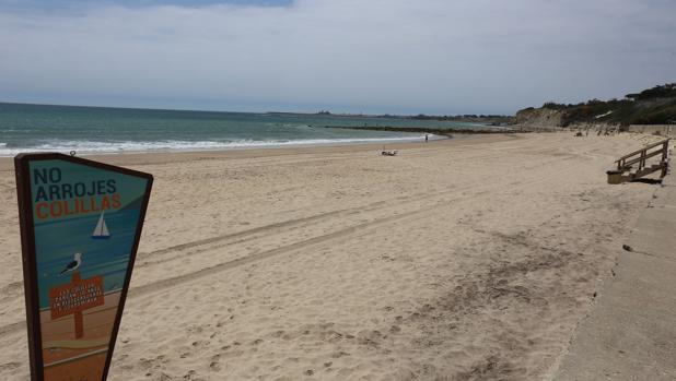 La playa de Fuentebravía en El Puerto ya está abierta al baño