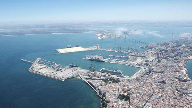 Imagen aérea del Puerto de Cádiz.