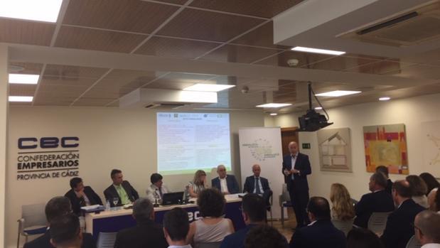 Momento de la reunión de los empresarios y expertos aeronáuticos en la sede de la CEC