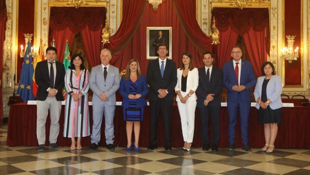 Juan Marín, vicepresidente andaluz, junto a los representantes de las diputaciones provinciales.