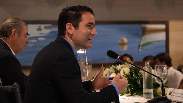 Teodoro García Egea en el Aula de Cultura de Vistahermosa