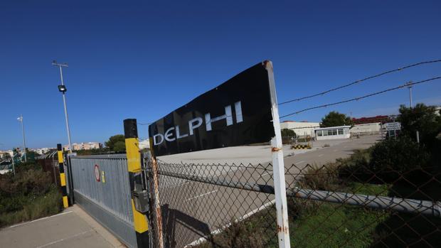 Entrada principal a la planta de Delphi, en el Trocadero, en Puerto Real
