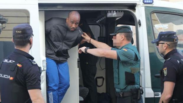 Fabrizio J. Silva, a su llegada a los juzgados gaditanos