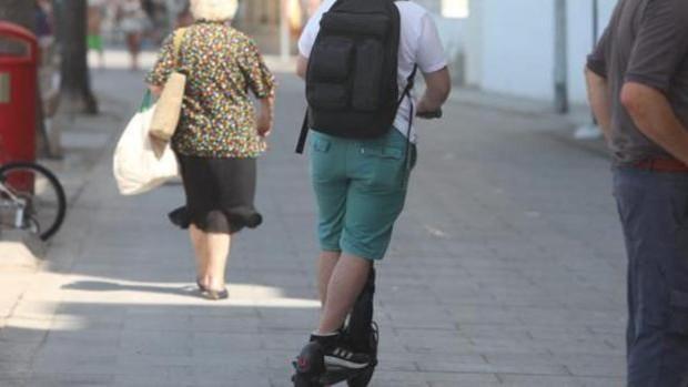 La campaña de control de patinetes eléctricos en Cádiz se amplía hasta el 7 de noviembre
