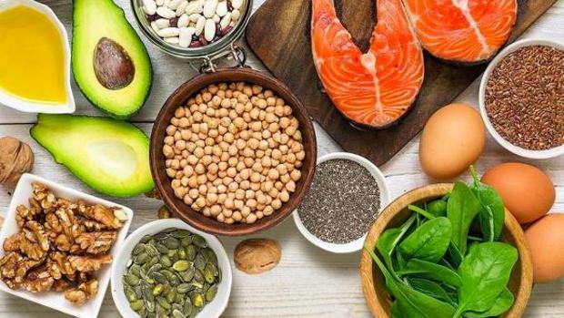 La dieta mediterránea con aceite de oliva virgen extra
