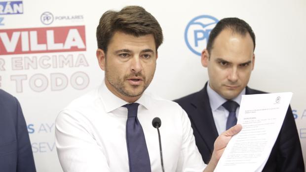 El candidato del PP en Sevilla, Beltrán Pérez, ha enviado una carta pidiendo perdón a los militantes