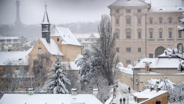Praga, bajo un manto de nieve ayer